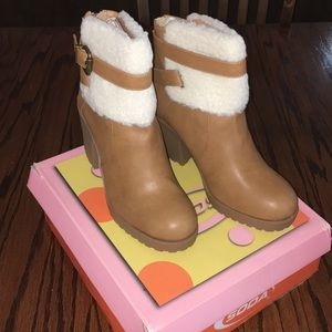 NEW Soda Faux Fur boots, size 8